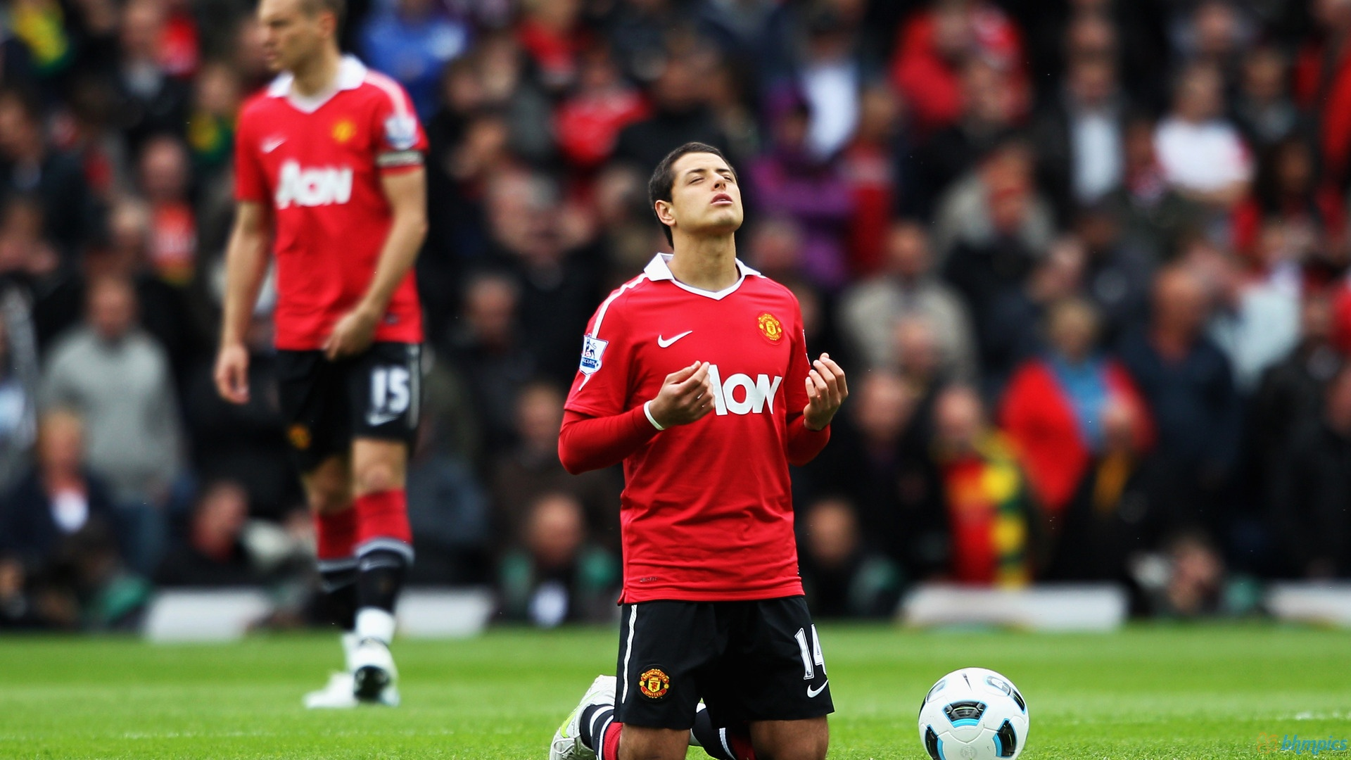 ENGLAND: Chicharito to leave Man United in the Summer ...